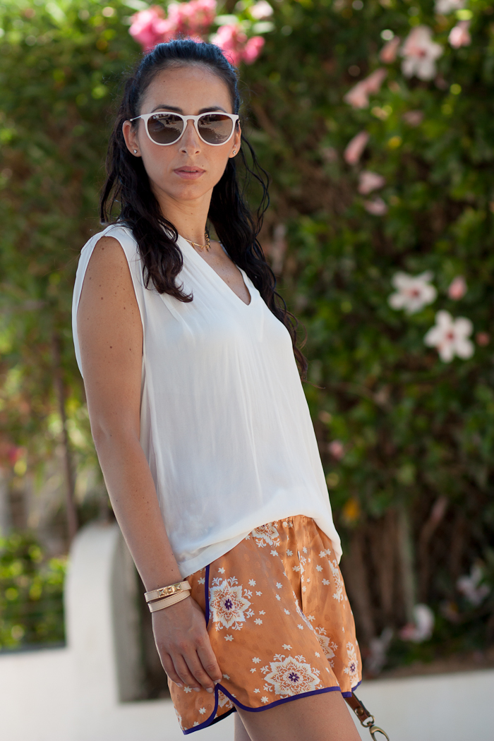OUTFIT WITH ORIENTAL PRINT SHORTS
