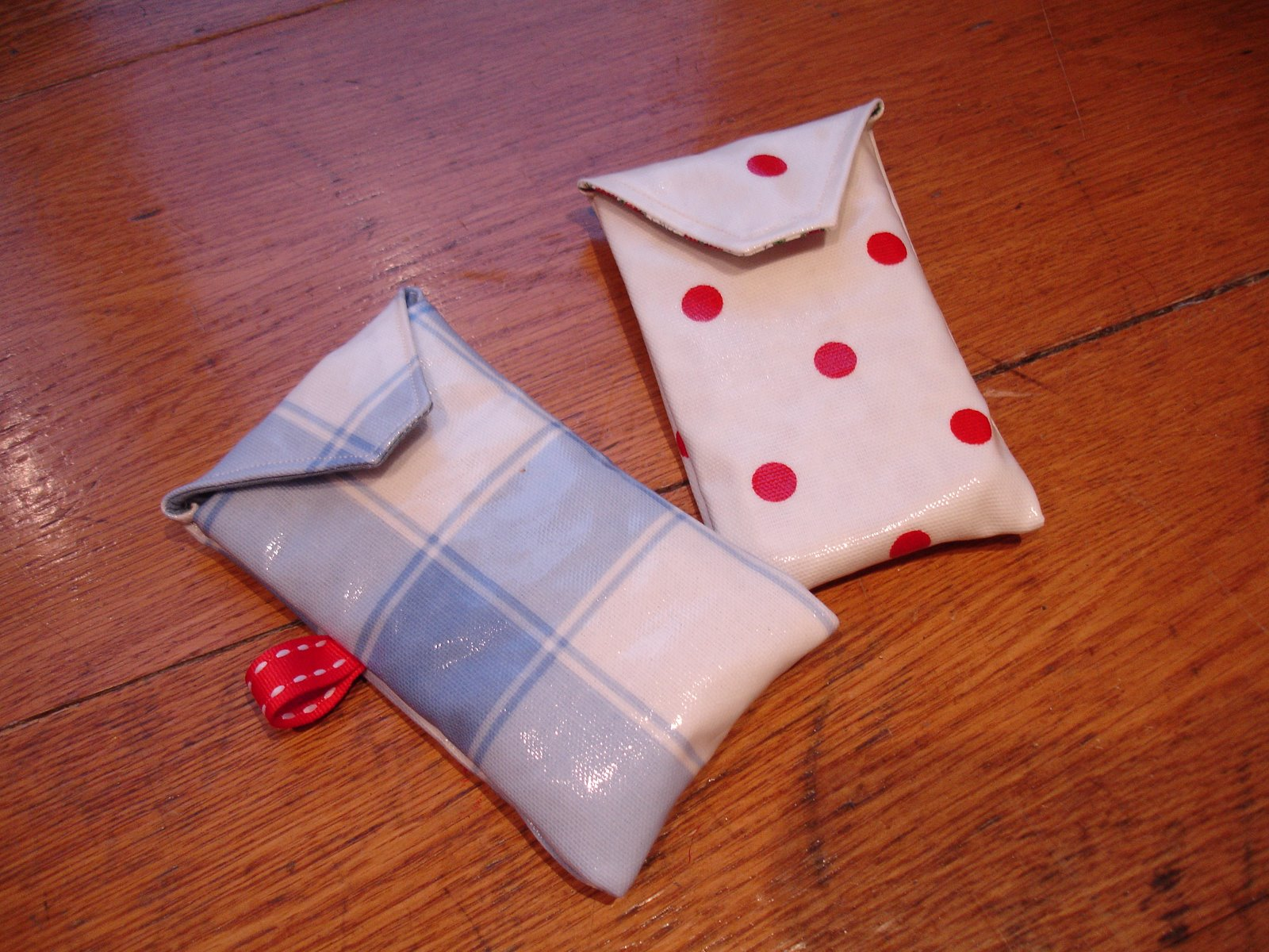 Tizzy Crafts: Fabric and phone cases