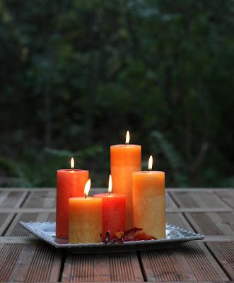 Läpivärjätyt kynttilät