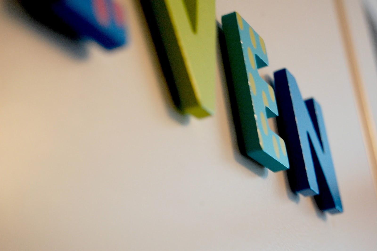 Barnerom Ikea: Kaos med kjærlighet Page. En liten trtt gutt og et ...