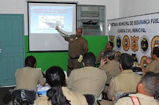 Guardas municipais acompanham orientações sobre a campanha