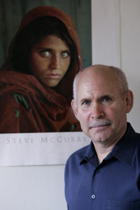 http://2.bp.blogspot.com/-FAeEtCAZi1A/TWWjA94Z5VI/AAAAAAAAADk/AaPIeHinb18/s1600/Steve+McCurry+Afghan+Girl+200.jpeg