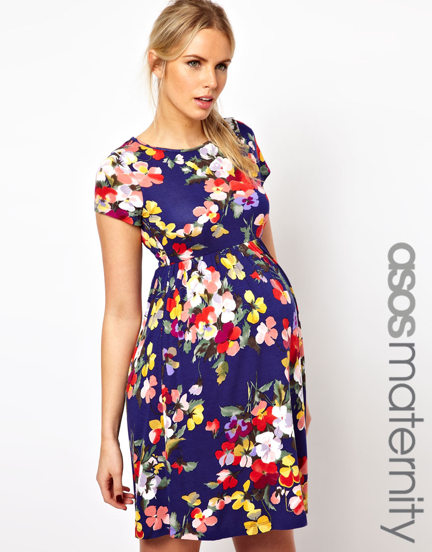 At Maive & Bo, we love a beautiful floral maternity dress, but the question is: who doesn't? We believe that a well-designed floral maternity dress can help you shine from within, letting you embrace your pregnancy glow while feeling confident and comfortable during every stage of this special time of your life.