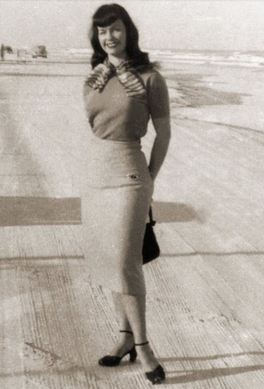Bettie Page vestida
