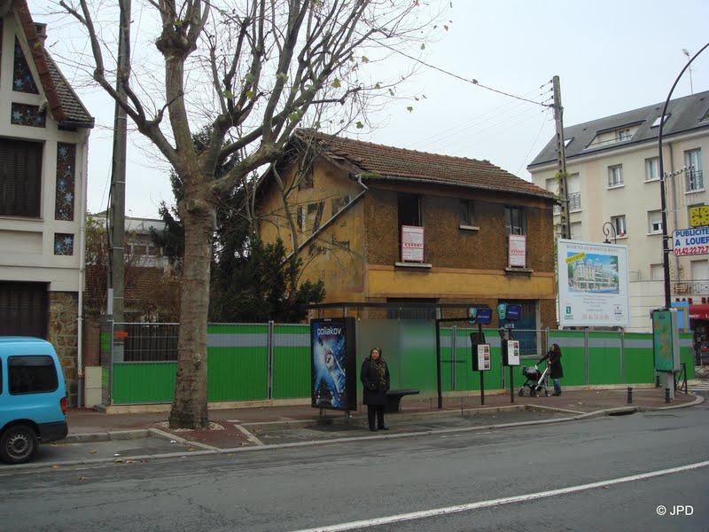 Les murs peints s 39 affichent au bord de la nationale 20 for Garage antony 92