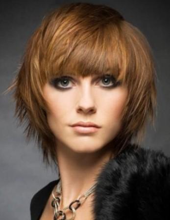 Coiffure coupe carre courte cheveux caramel 2014