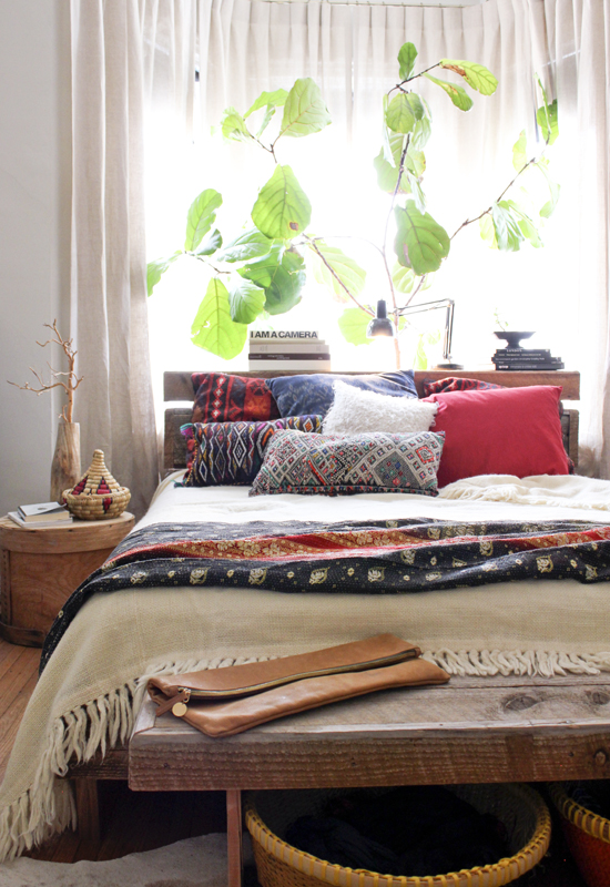 Moon to Moon e Room Bright relaxing bohemian bedroom