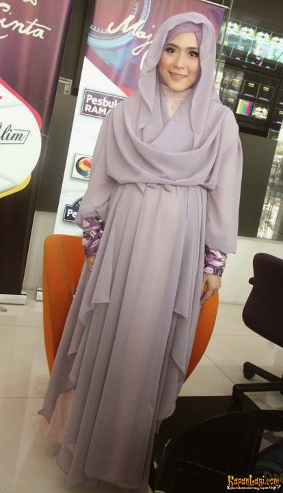 gaya berbusana muslim ala april jasmine kumpulan model