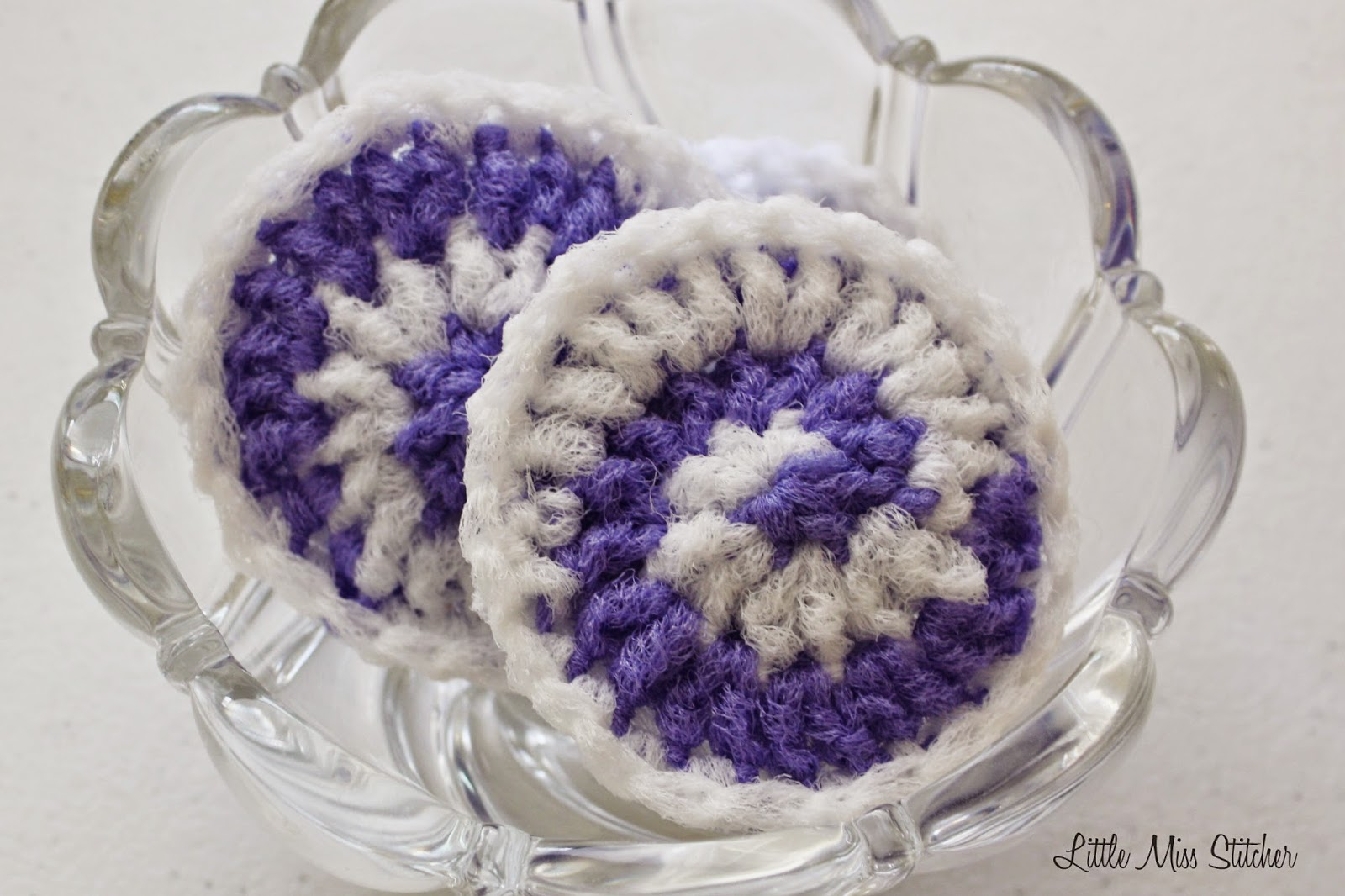 http://little-miss-stitcher.blogspot.com/2014/11/candy-swirl-crochet-scrubbie.html