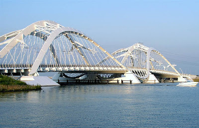 Gambar Jembatan IJburg di Amsterdam Timur, Belanda