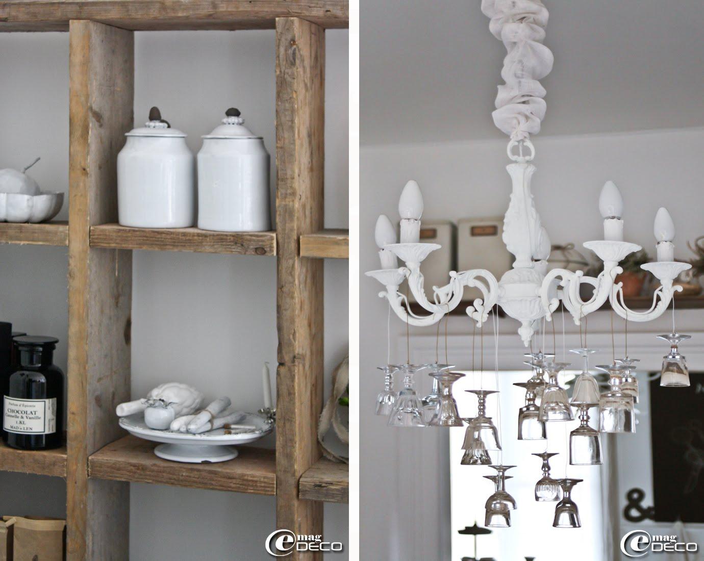 Vaisselle 'Rêves d'Argile' exposée dans le meuble à casiers, lustre ancien en laiton repeint puis décoré de petits verres chinés à la manière de pampilles