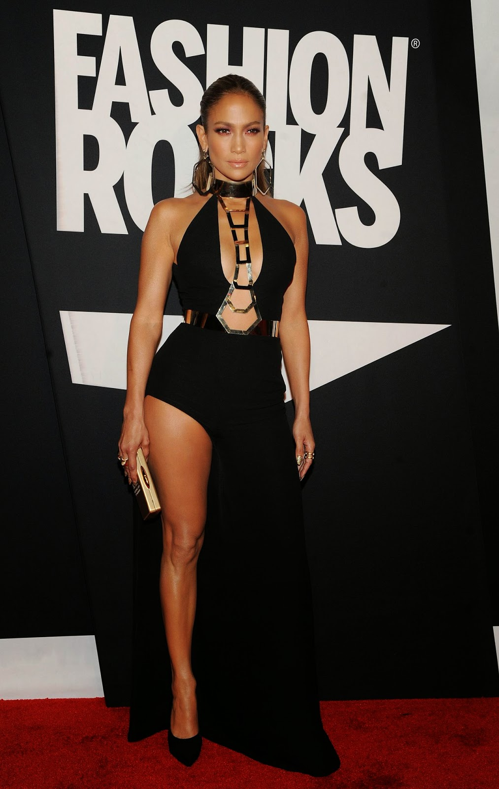 Jennifer Lopez is sexy in Atelier Versace at the 2014 Fashion Rocks