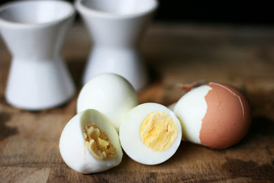 howtocookegg2 How to Peel a Hard Boiled Egg
