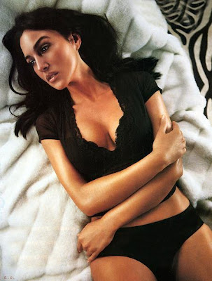 monica_bellucci_with_her_hotness_sweetangelonly.com