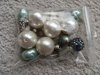 bag of large beads, pearl and other sorts