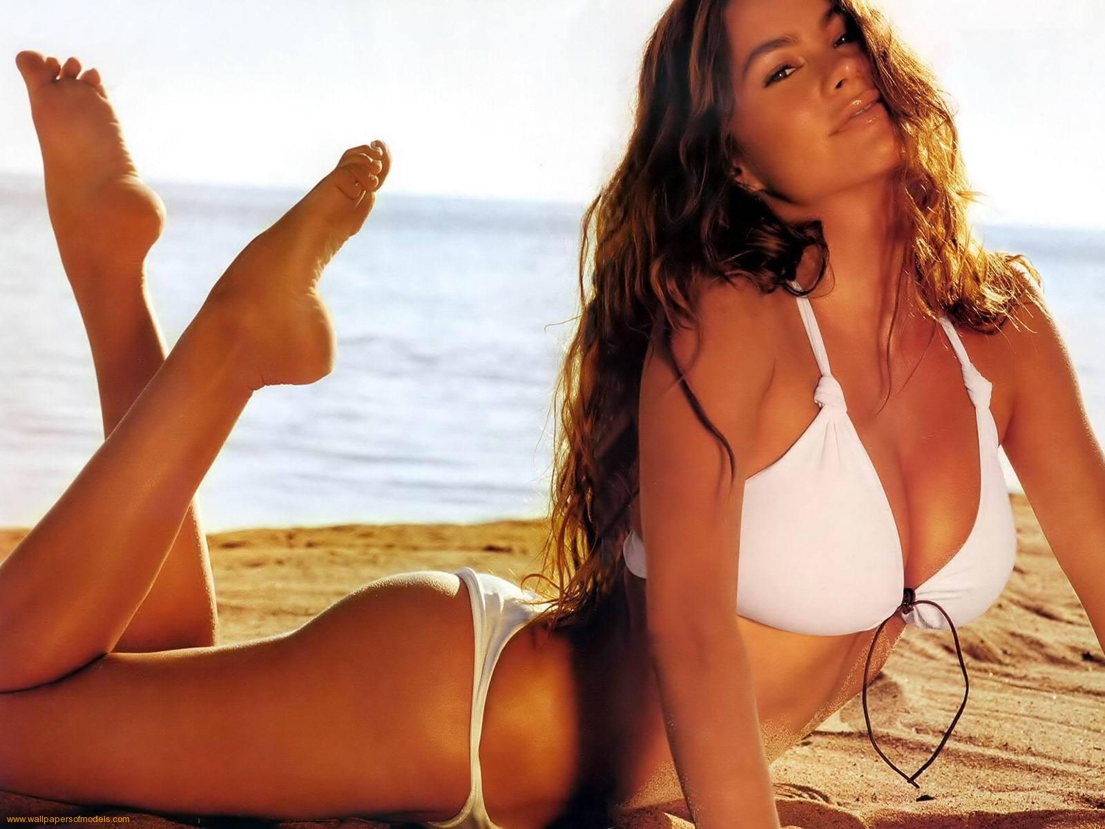 Sofia Vergara Bikini Photos