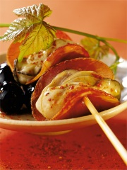 Brochette d'huîtres au jambon de Bayonne
