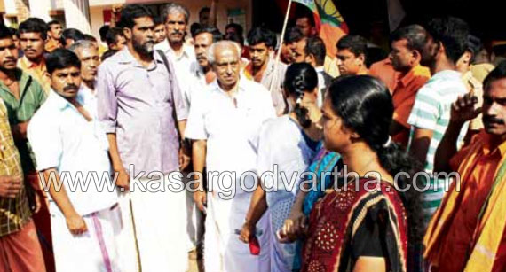 Trenching ground, Chemmattam Vayal, BJP, DYFI, Road, Strike, Kasaragod, Kerala, Malayalam news, Kasargod Vartha, Kerala News, International News, National News, Gulf News, Health News, Educational News, Business News, Stock news, Gold News