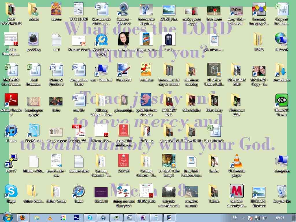 http://2.bp.blogspot.com/-FCe7bOVaU0U/TZPI1nZDNvI/AAAAAAAAAZ0/ZUU6TBSuTHg/s1600/MY%2BDESKTOP.jpg