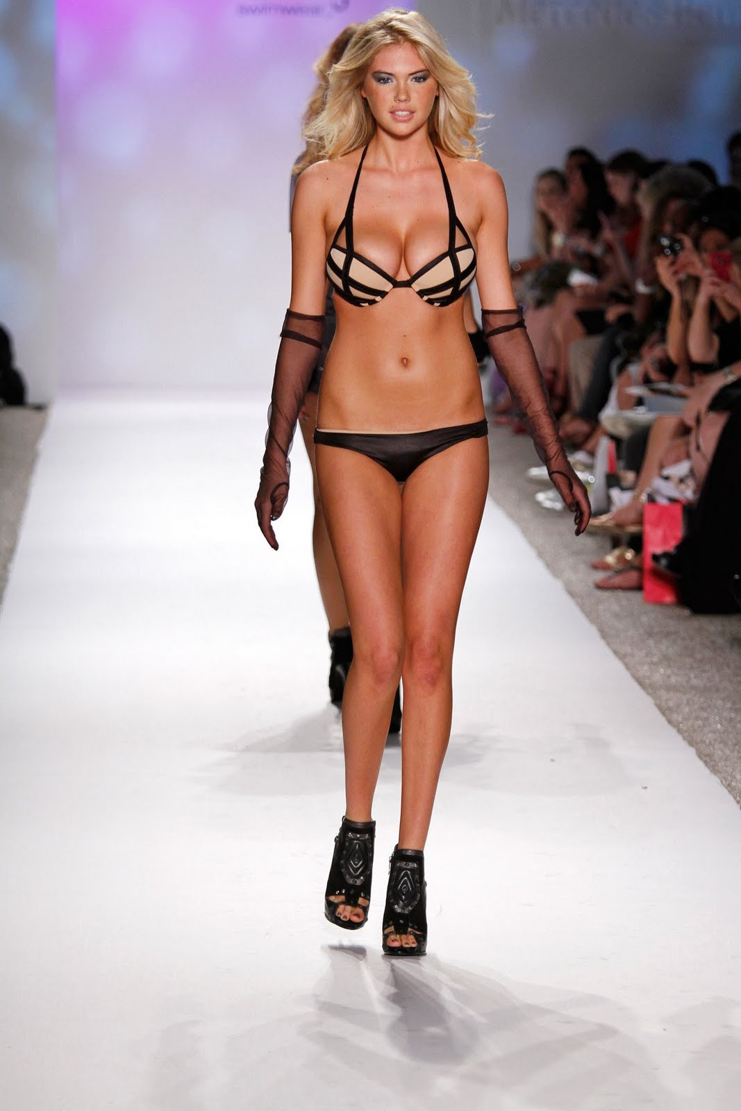 Sexy Actress Kate Upton In Beach Bunny Swimwear 2011 Fashion Show