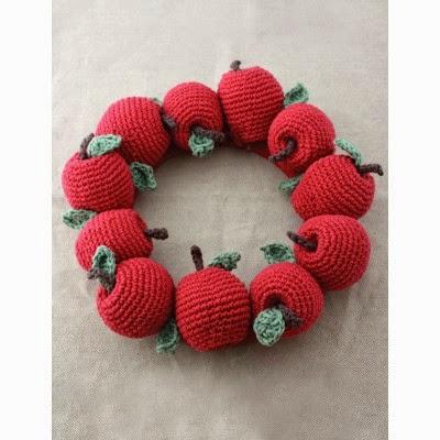 http://www.yarnspirations.com/apple-wreath.html