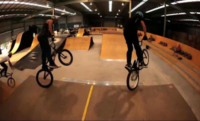 Video de bicicletas BMX sincronizado
