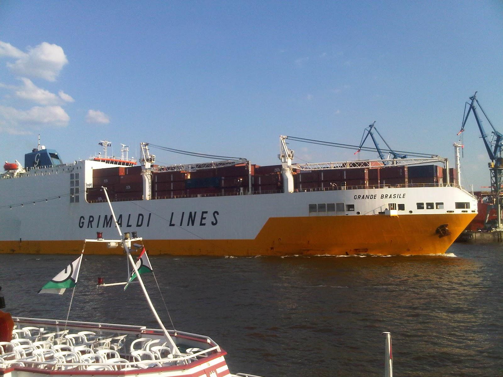 Bud der Grande Brasile der Grimaldi Lines im Hamburger Hafen