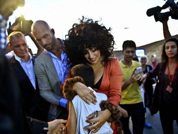 Low-cut and midriff, Lady Gaga arrives in Turkey