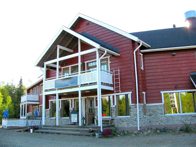 Ravintola Rouhe sijaitsee aivan Äkäslompolon keskustassa lyhyen ajomatkan päässä Ylläksen rinteiltä.