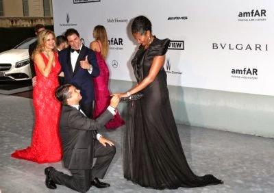 Denny Mendez proposta di nozze davanti a John Travolta