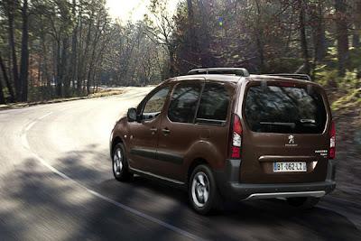 Peugeot Partner Tepee 2013-2.jpg
