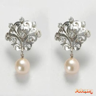 White gold pearl earrings
