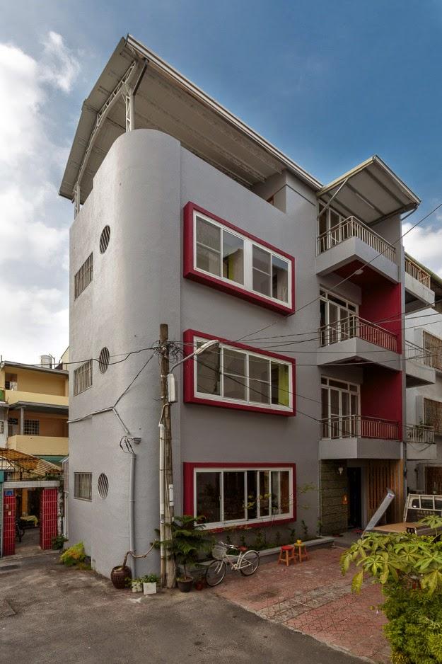Restauraci n de una casa con estilo moderno y minimalista for Casa minimalista rojo