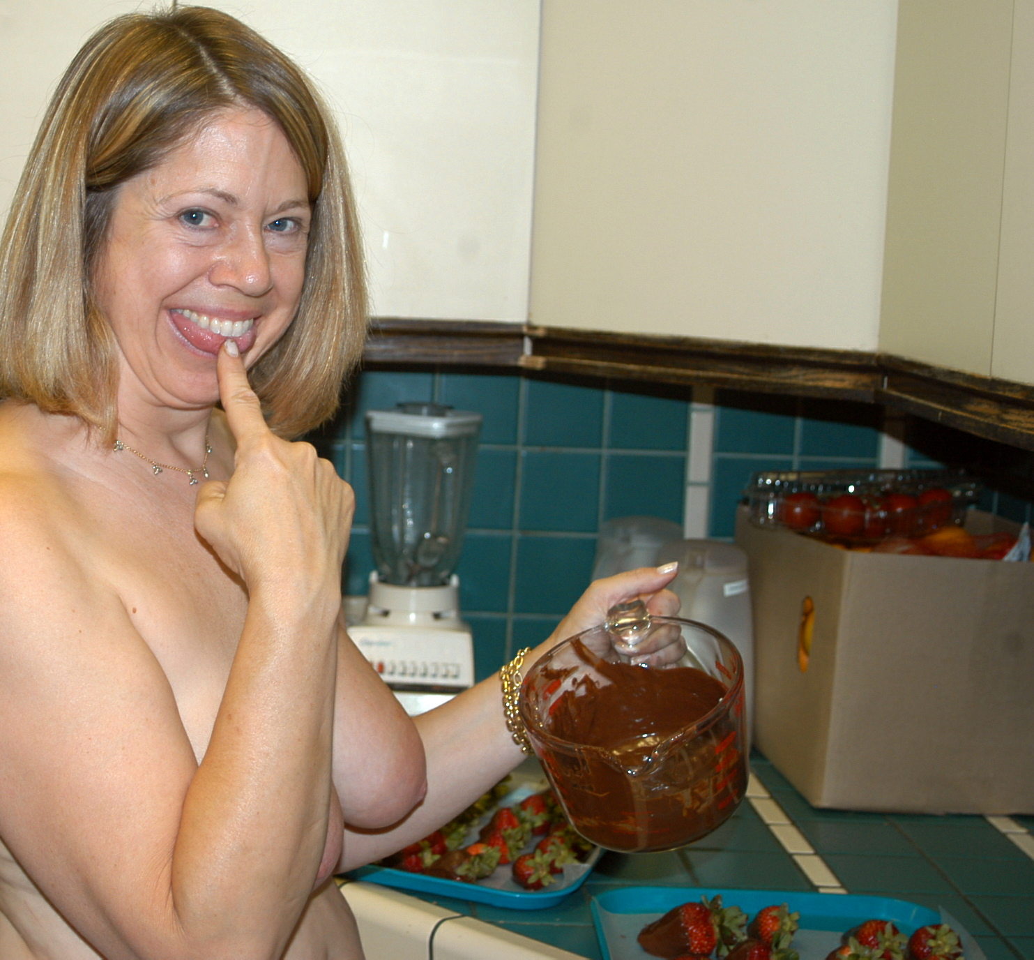 Chocolate%252Bcovered%252Bstrawberries%252B025 Sexy blondes in the bathroom