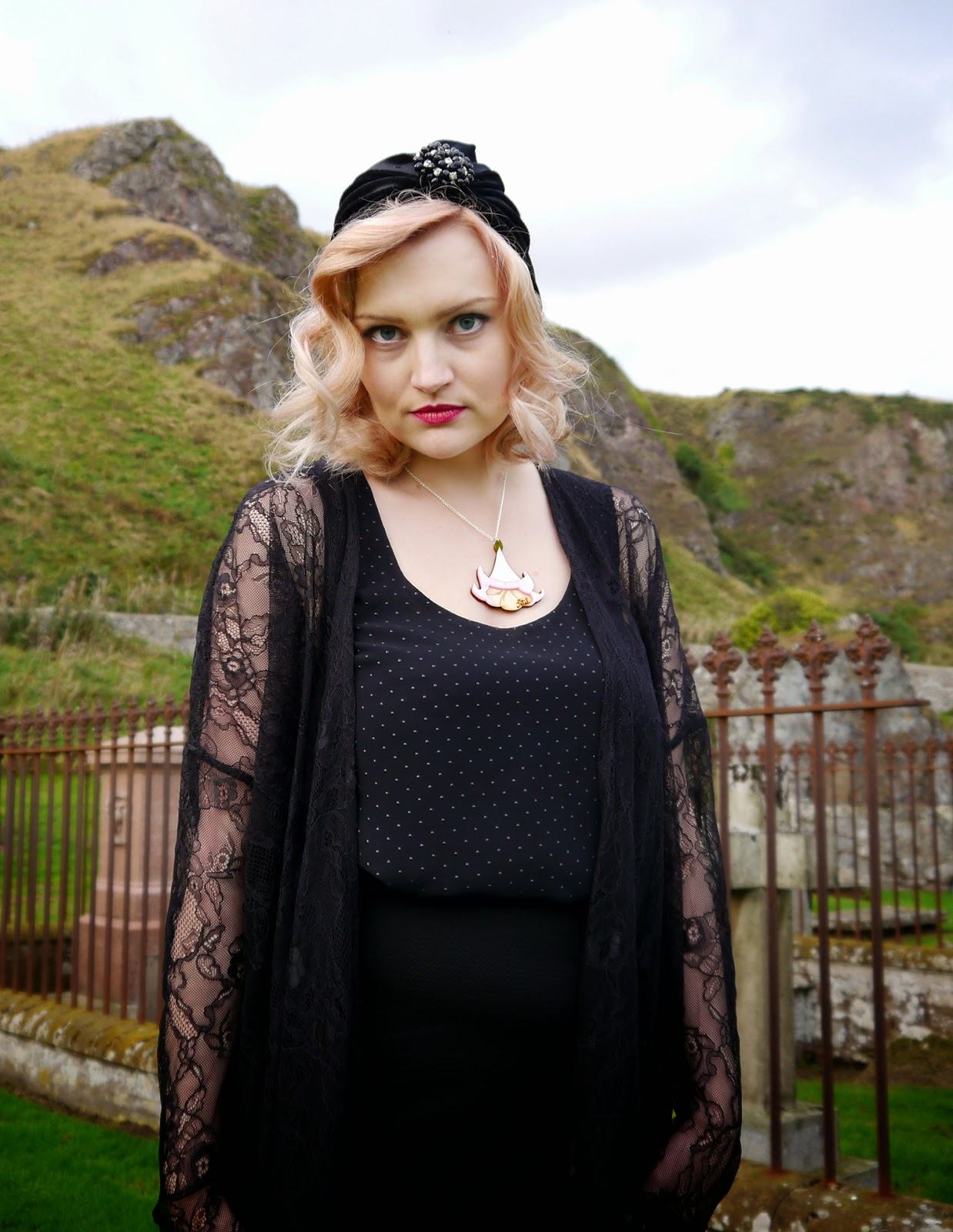 spiritual medium, psychic, the coven, witch, fashion, peach hair, turban, 1920s, flapper, poisonous flowers, scottish bloggers, scotstreetstyle, Kimberley festival, Scotland, graveyard, real ghost