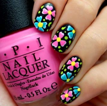 U�as con dise�o de flores en varios colores