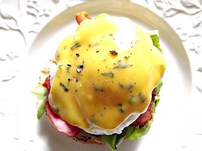 Ouă Benedict