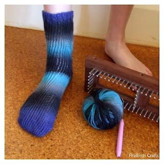 Loom Knitting Patterns | FaveCrafts.com - Christmas Crafts