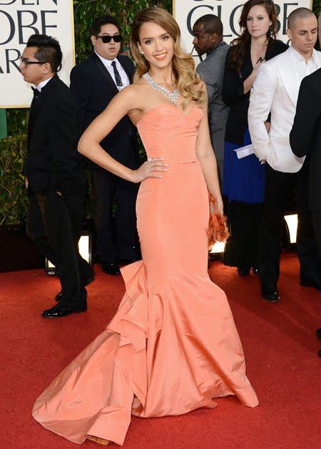 Джесика Алба в пастелно оранжева рокля с шлейф Christian Dior