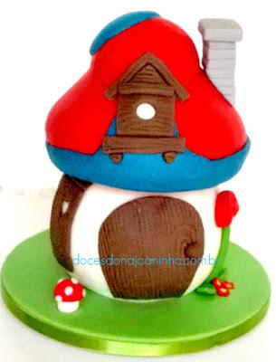 Casinha cogumelo da Vila Smurf em branco, azul e vermelho. Casinha do Smurf Cozinheiro.