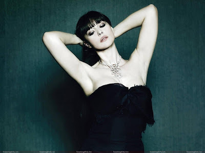 monica_bellucci_glamour_wallpaper_sweetangelonly.com