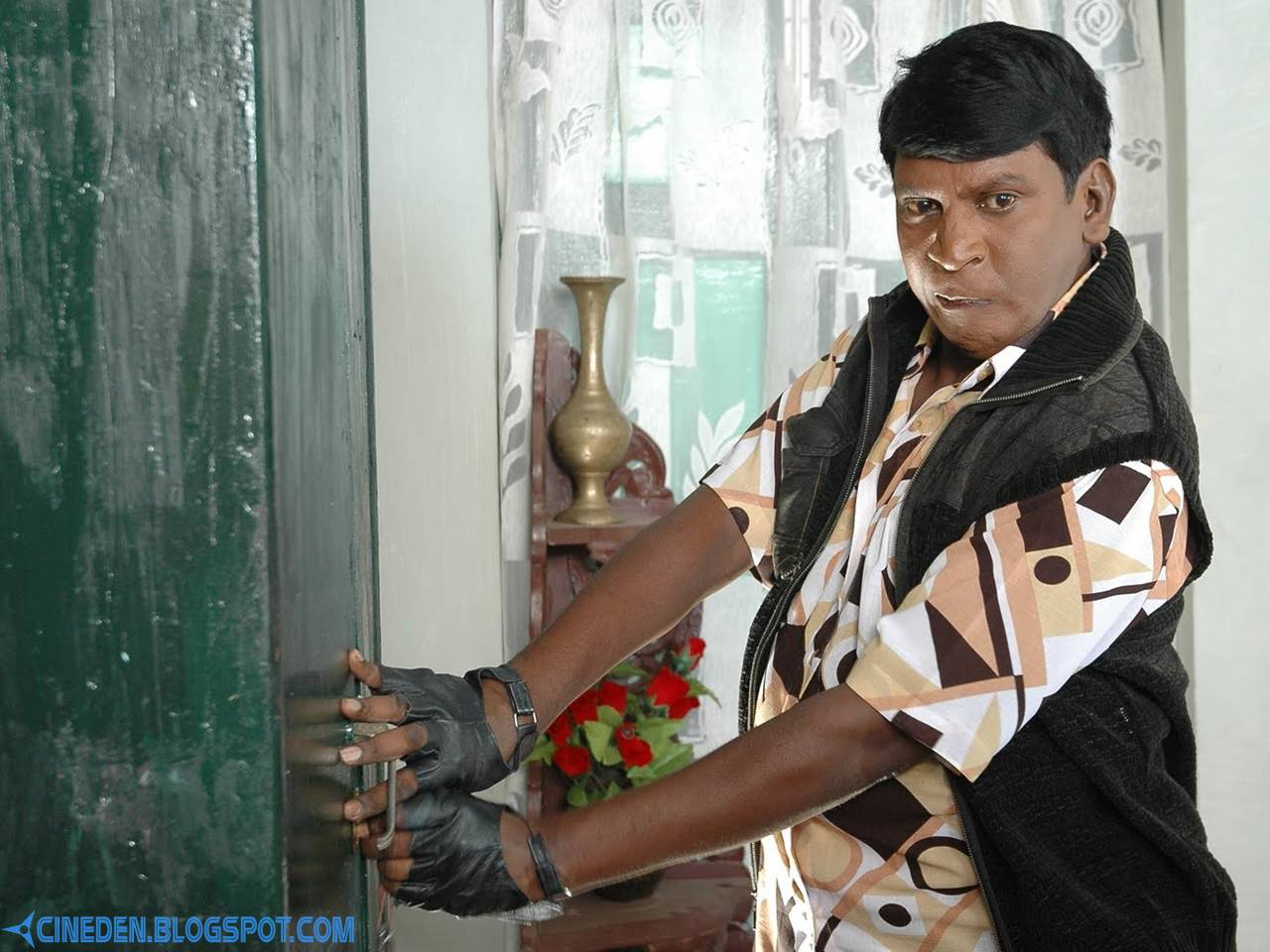 Vadivelu tricks his heroine - CineDen