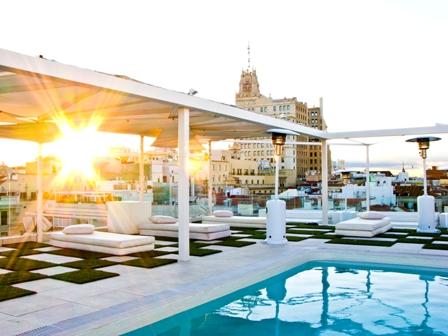 Rincones de maria la terraza del hotel oscar for Piscinas privadas madrid