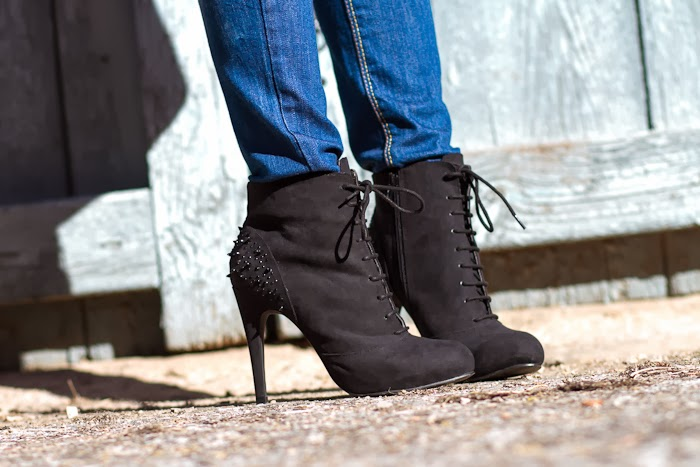 Botines con cristales y tachuelas / Spiked Ankle Boots: VICTORIA DELEF