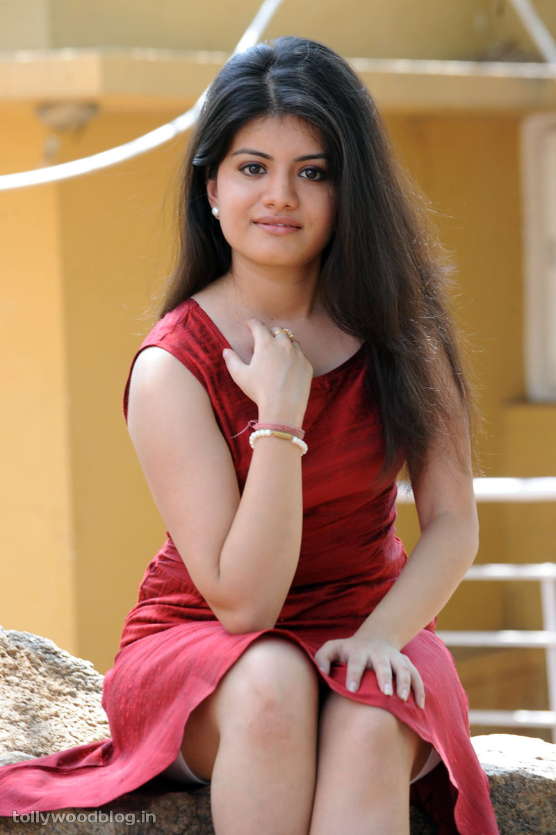 Actress Meenakshi Celebrity super hot Photos - Sabwood.com