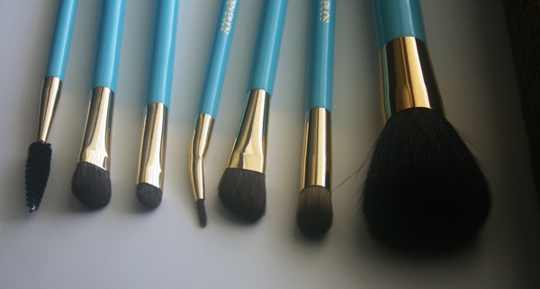 The Brush Set Features Seven