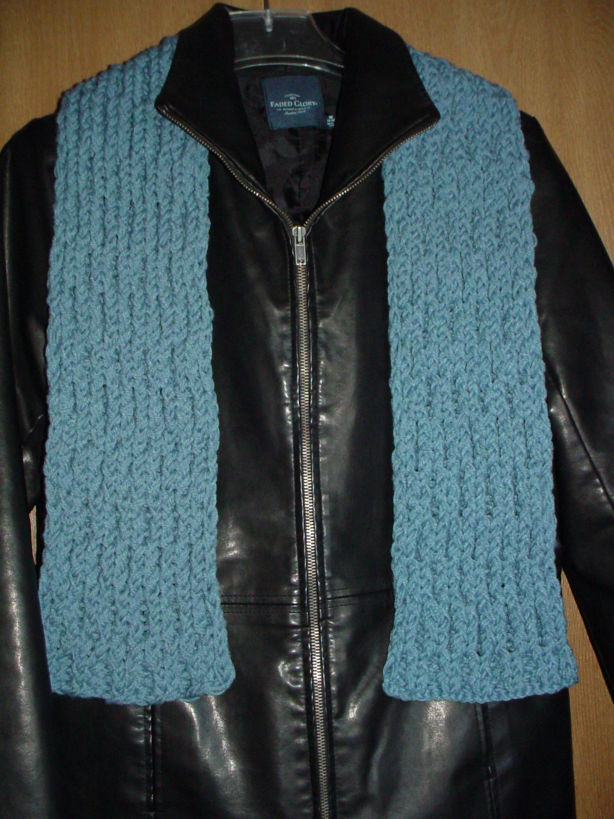 http://www.squidoo.com/making-the-honeycomb-stitch-on-the-knifty-knitter-loom