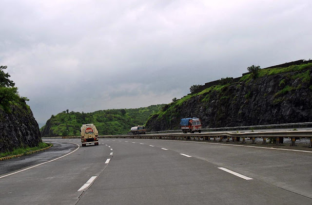 stretch of the mumbai pune expressway
