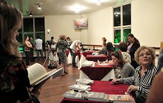 Lançamento de livros e noite de autógrafos movimentaram a primeira noite de evento