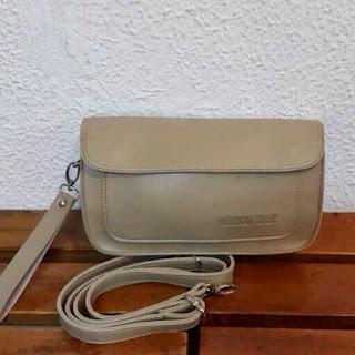 gambar mini Clutch bag warna krem ukuran sedang harga murah